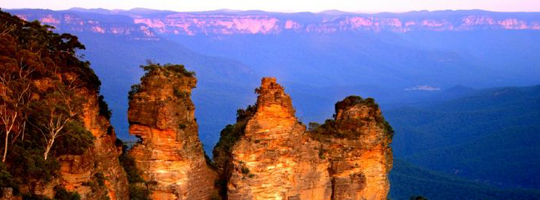 blue mountains treasure hunt team building activities by the three sisters and scenic railway katoomba sunset